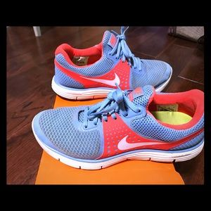 Womans size 8 lunarlon Nike's